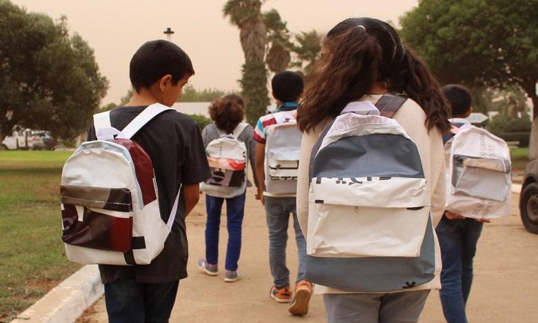 Société Générale Maroc : Les bâches publicitaires recyclées en cartables