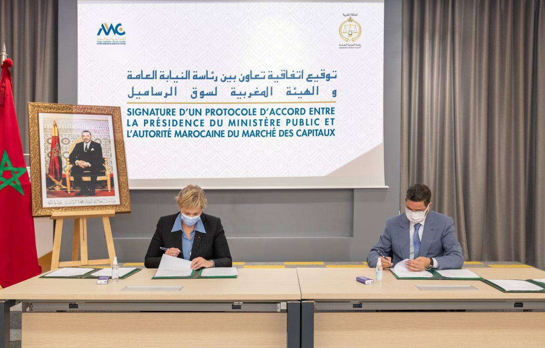 Le protocole d'accord a été signé par le Procureur Général du Roi près la Cour de Cassation, Président du Ministère Public, Mohamed Abdennabaoui et la Présidente de l'AMMC, Nezha Hayat. Ph : DR