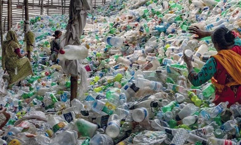 L'effondrement des cours du pétrole a fait chuter les coûts du plastique vierge aux dépens du plastique recyclé. Ph. DR