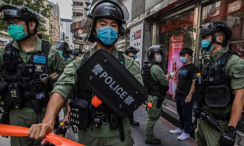 La police a dit avoir reçu des informations selon lesquelles trois hommes habillés en noir avaient jeté les cocktails Molotov sur le parking du Club de sport et de loisirs de la police à Mongkok. Ph : AFP-Archives