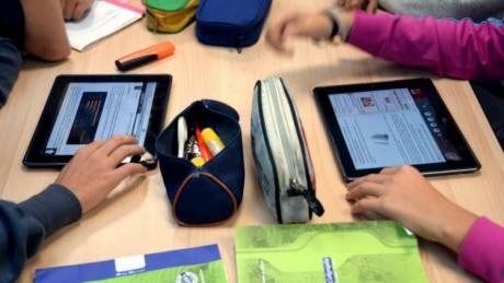 """Lancement de l'application mobile pour l'enseignement à distance """"TelmidTICE"""""""