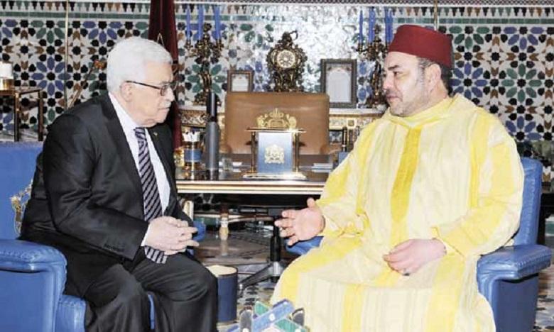 S.M. le Roi s'entretient au téléphone avec le président Mahmoud Abbas