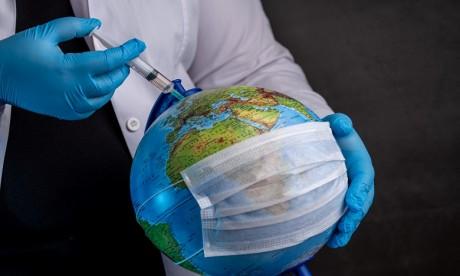 Vaccins Covid-19: pas avant 2022 pour un cinquième de la population mondiale, selon une étude