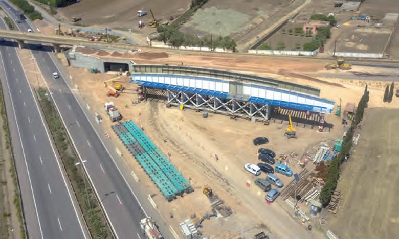 Mai 2020 – Travaux de reconstruction et de remplacement du pont ferroviaire desservant l'aéroport international Mohammed V par deux ponts métalliques de type RAPL, réalisés à 100% par une entreprise marocaine.