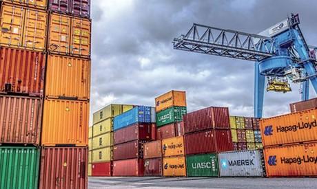 La chute des exportations freine, celle  des importations s'accélère