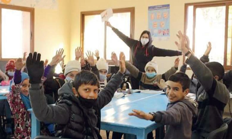Des vêtements neufs et chauds ont été distribués aux élèves de plusieurs établissements scolaires.