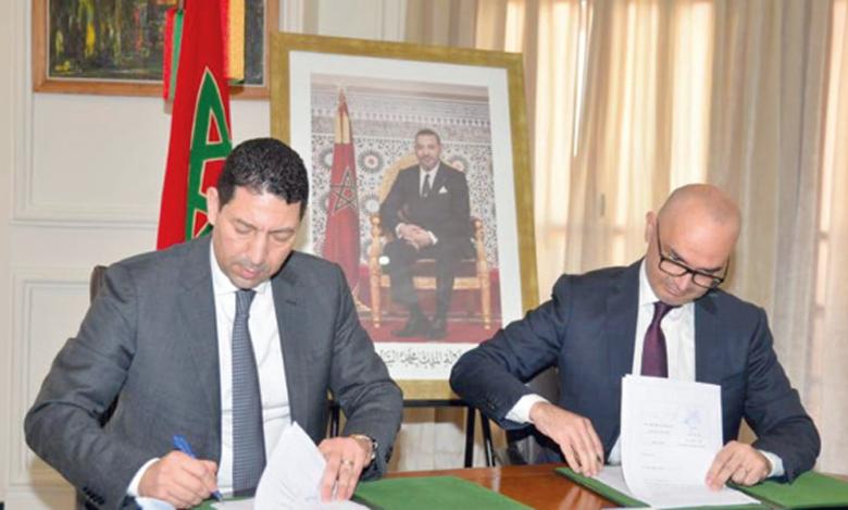 L'accord a été signé en présence de Yassir Adil, président de la Chambre, et Mahmoud Redouane El Alj, directeur exécutif du Groupe Attijariwafa bank à la Région Casablanca.