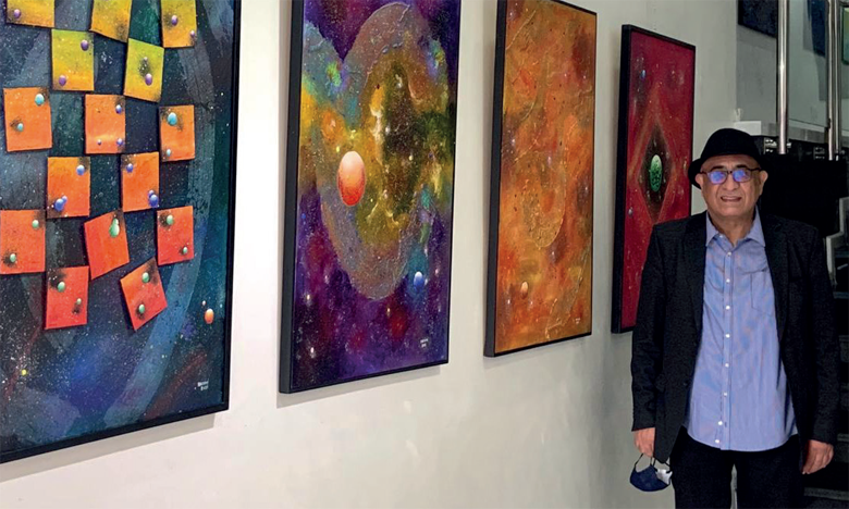 Azdine Hachimi devant sa nouvelle collection.