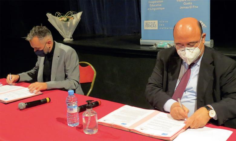 Cette convention a été signée par le directeur de l'AREF,  Ahmed El Karimi, et le directeur de l'Institut français   de Marrakech, Christophe Chaillot.