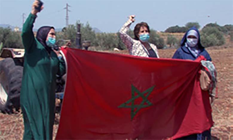 Opération de remise d'un total de 7.800 hectares aux femmes soulalyates, au niveau de la commune de Sidi Slimane Moule El kifane, dans le cadre du processus de facilitation de l'accès des femmes aux terres collectives.