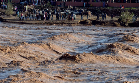 Sauvetage de 5 personnes bloquées à l'embouchure de l'Oued Souss