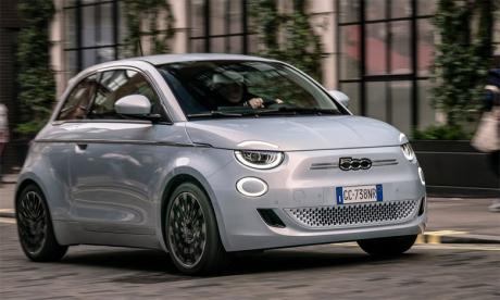Ce sera l'icône de la marque, la 500, qui introduira la gamme électrique de Fiat sur le marché marocain. La nouvelle citadine bénéficiera d'une autonomie allant jusqu'à plus de 400 km, idéale pour circuler en ville.