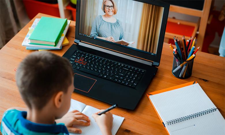 Le ministère de l'Éducation nationale a fait appel au service collaboratif Microsoft Teams, disponible via le portail taalim.ma, pour assurer la continuité pédagogique et encourager les élèves à poursuivre efficacement l'apprentissage en ligne.Ph. Shutterstock