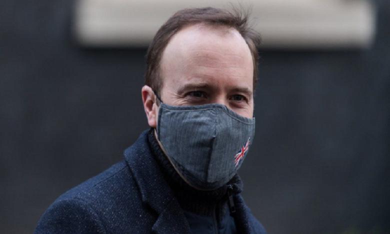 Le ministre britannique de la Santé se met en quarantaine