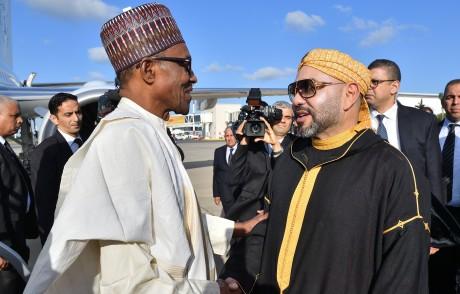 S.M. Roi Mohammed VI et le Président nigérian marquent leur détermination à poursuivre et concrétiser, dans les meilleurs délais, les projets stratégiques entre les deux pays, particulièrement le Gazoduc Nigeria-Maroc et la création d'une usine de production d'engrais au Nigeria