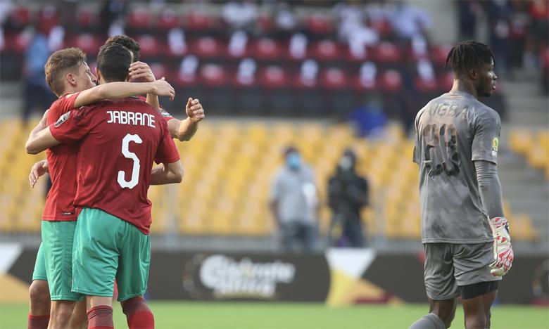 Joie des joueurs nationaux après le pénalty transformé par Yahya Jabrane.