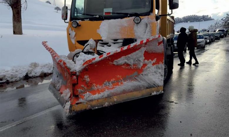 Les opérations de déneigement mobilisent des ingénieurs et des techniciens, en plus de près de 20 chauffeurs et toute la logistique dont dispose le parc d'engins, qui compte 12 chasse-neige, 3 chargeuses, une niveleuse et 5 fraises.