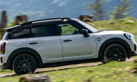 Son concept de voiture robuste et son habitacle spacieux font du nouveau Countryman une voiture résolument polyvalente et unique qui continue de procurer le plaisir de conduite propre aux modèles Mini.