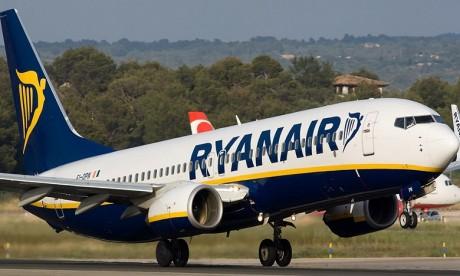 Confinements: Ryanair supprime des vols et abaisse ses objectifs de trafic