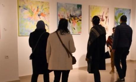Casablanca: des plasticiens marocains et africains participent à une exposition d'art collective