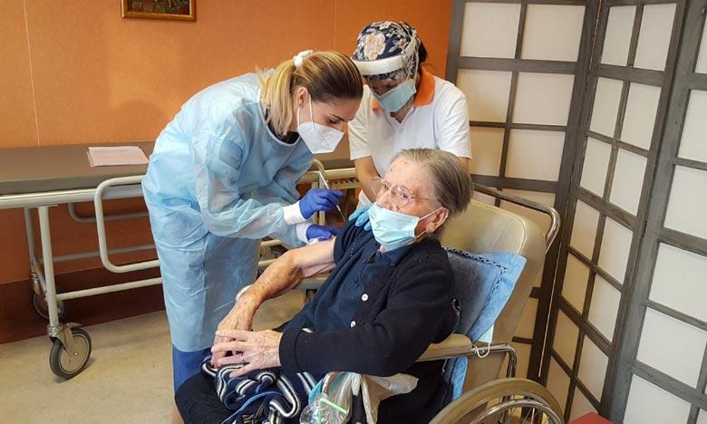 L'Italienne de 108 ans, qui a contracté le virus en mai dernier, est devenue l'une des personnes les plus âgées au monde à recevoir une dose du vaccin. Ph :  AFP