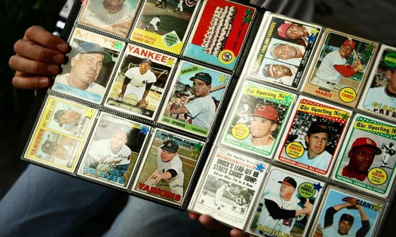 La carte, datée de 1952, représente l'ancien joueur des New York Yankees Mickey Mantle (1931-1995), légende de son sport, sept fois vainqueur du championnat professionnel MLB (Major League Baseball). Ph : AFP