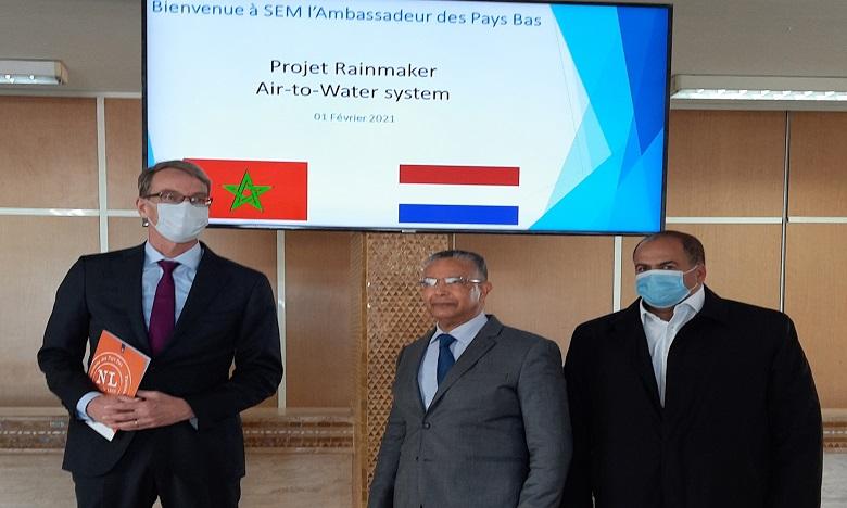Tests pilotes pour la production d'eau potable à partir de l'humidité de l'air