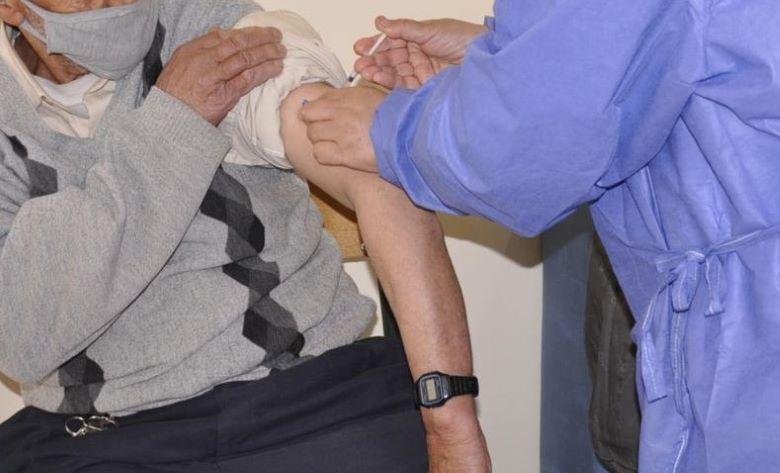Une enquête a été ouverte, à Chichaoua, suite aux déclarations d'une personne qui dit avoir reçu deux doses à la fois du vaccin anti-Covid-19. Ph : MAP