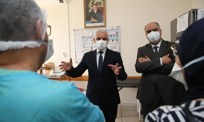«Les citoyens continuent d'affluer vers les centres de vaccination contre la Covid-19», a fait remarquer, Khaled Ait Taleb,. ministre de la Santé. Ph : MAP