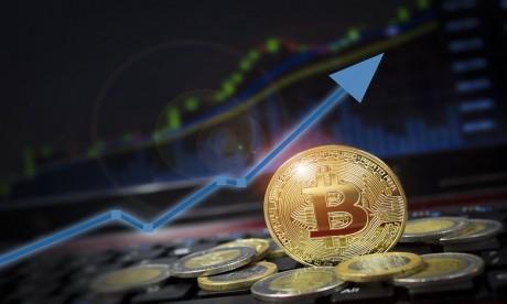Le bitcoin dépasse 50.000 dollars pour la première fois !