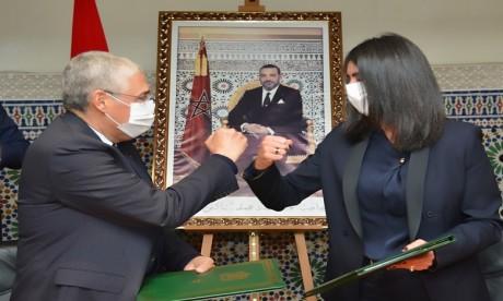 Signature d'une convention de partenariat entre le Ministère du Tourisme et Attijariwafa bank