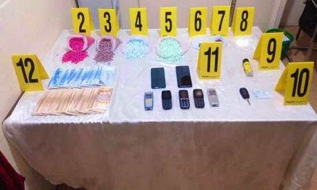 Les fouilles effectuées sur le véhicule et aux domiciles des suspects ont également permis de saisir près de 50g de cocaïne et 40.000 dirhams. Ph : DR