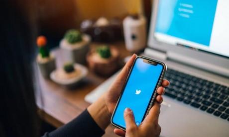 Covid-19: Twitter va bannir les utilisateurs en cas de désinformation répétée sur les vaccins