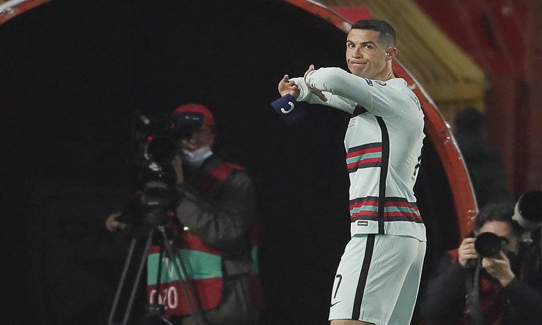 La star portugaise a jeté le brassard par terre après s'être vu refuser un but. Ph. AFP
