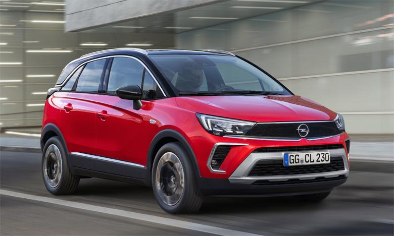 Le nouvel Opel Crossland adopte désormais un look extérieur compact et ramassé ainsi qu'un intérieur spacieux et polyvalent.