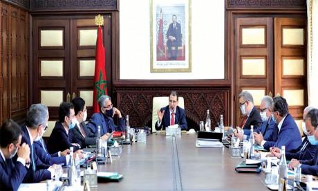 Le Chef du gouvernement exhorte les départements ministériels à soumettre les modèles de leurs actes administratifs à la Commission ad hoc pour validation