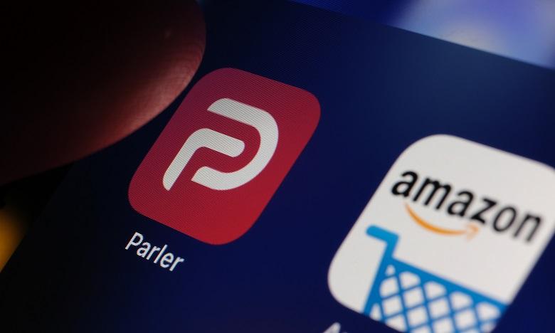 Le réseau social Parler lance de nouvelles poursuites contre Amazon