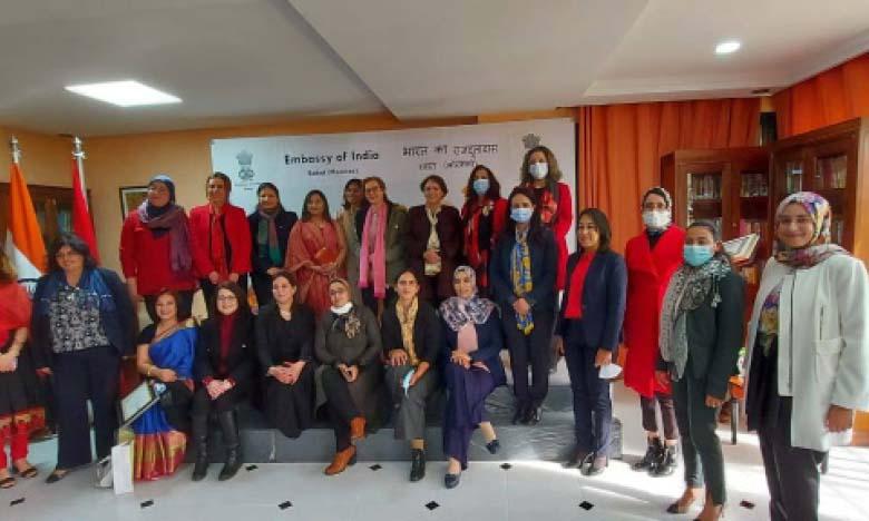 L'ambassade de l'Inde marque l'événement en  rendant hommage à plusieurs compétences féminines