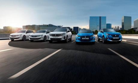 La nouvelle génération de voitures électrifiées de Peugeot offre aux clients la possibilité de choisir le type d'énergie qui convient le mieux à leurs besoins et à leurs usages, sans sacrifier le design, le confort, le niveau d'équipement, l'habitabilité, la capacité de charge ou encore le plaisir de conduite.