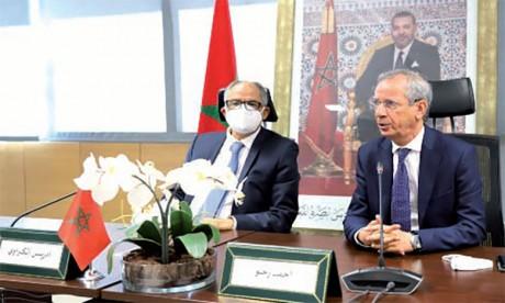 Passation des pouvoirs entre Driss Guerraoui et Ahmed Rahhou, le nouveau président