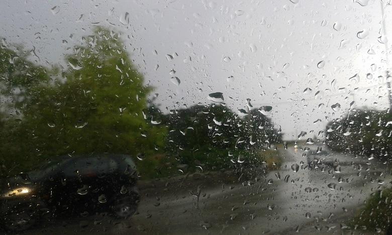 Fortes averses orageuses et chutes de neige du vendredi au dimanche dans plusieurs provinces