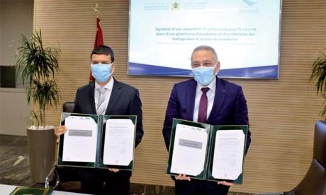 Accord de partenariat pour la mise en place d'un incubateur dans le secteur du commerce
