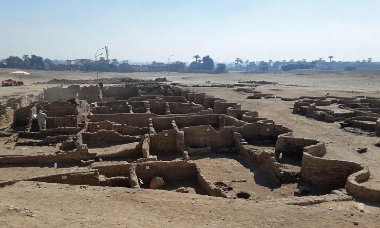 Les images de la ville antique distillées par les autorités jeudi montrent notamment un réseau de murs de briques datant du roi Amenhotep III. Ph. AFP