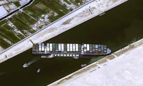 Canal de Suez: l'Egypte réclame 900 millions de dollars, l'Ever Given saisi