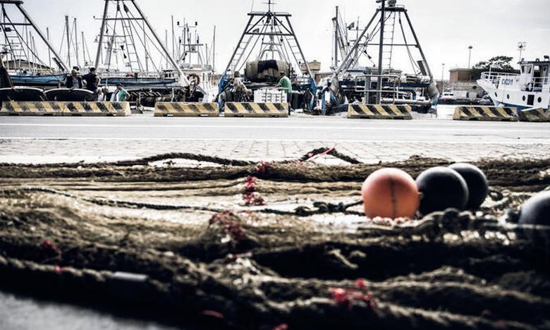 Le projet vise à promouvoir l'application des instruments de la FAO, notamment les directives volontaires sur le marquage des engins de pêche et l'Initiative mondiale pour lutter contre les engins de pêche fantômes. Ph. FAO