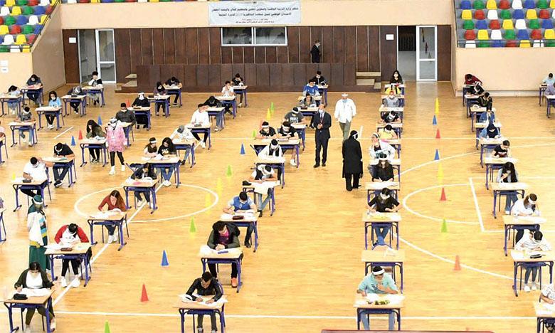 Le ministère de l'Éducation nationale décide d'adapter les sujets d'examen à l'état d'avancement dans l'exécution des programmes scolaires