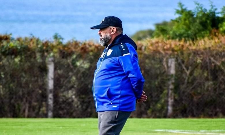 Difaa d'El Jadida: Le club réitère sa confiance en son entraîneur Abdelhak Benchikha