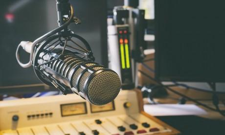 Radios privées: Othman El Ferdaous se réunit avec la Fédération marocaine des médias