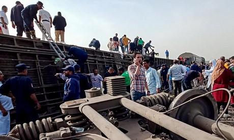 Quatre wagons du train qui se rendait du Caire à Mansoura ont déraillé au niveau de la cité agricole de Toukh. Ph :  AFP