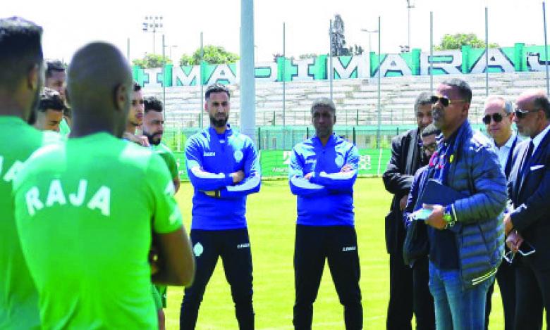 Laasaad Chabbi Jarda a échangé ses premiers mots avec les joueurs de l'équipe, mardi au complexe de l'Oasis, en marge de la cérémonie de signature du contrat.